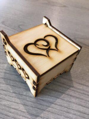 Gyűrűtartó doboz szívekkel