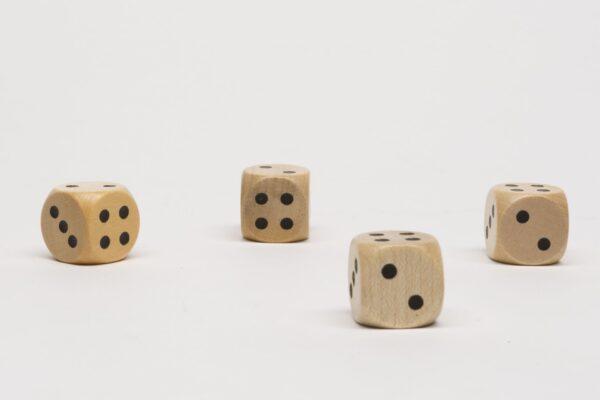 Dobókocka 2-2-3-3-4-4